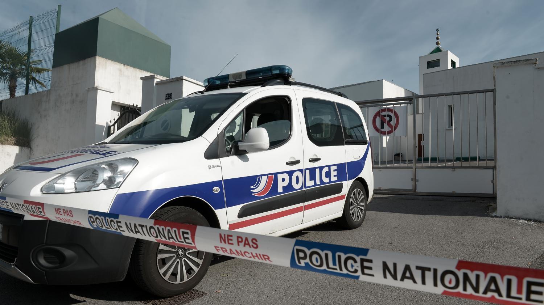 """DIRECT. Attaque à la mosquée de Bayonne : """"la République fait bloc autour"""" des victimes, déclare Emmanuel M… – Franceinfo"""