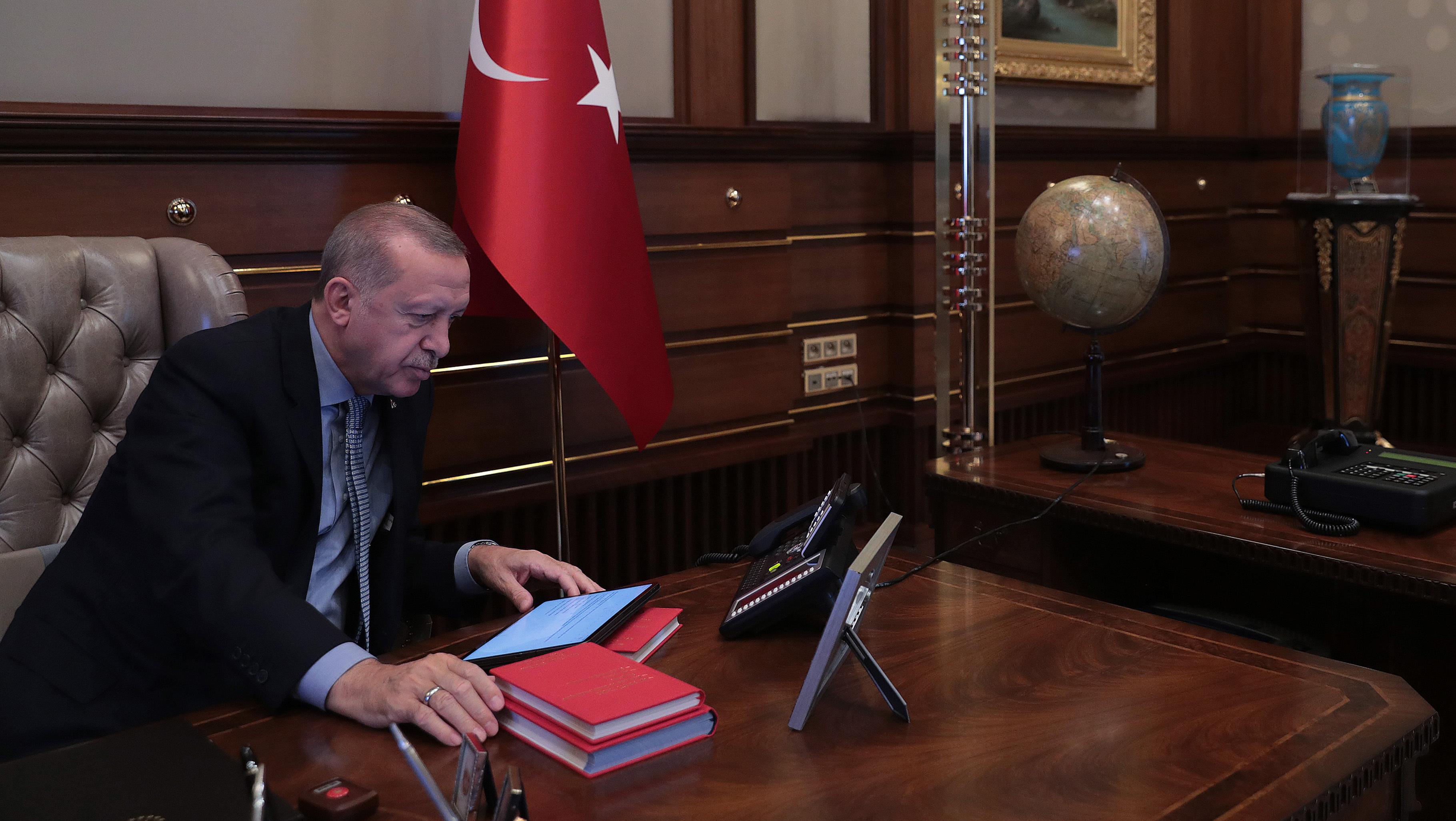 Offensive en Syrie: Erdogan menace l'Europe d'un flux de migrants en réponse aux critiques – BFMTV.COM